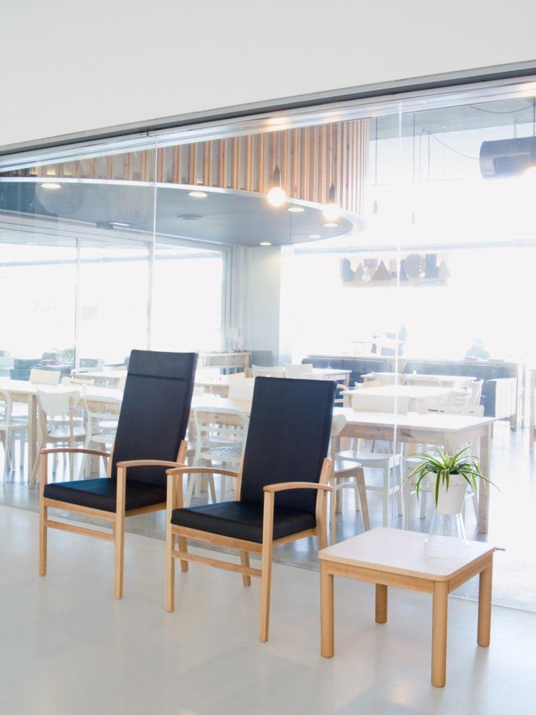 Mobiliario para residencias de mayores o personas dependientes de diseño nórdico.