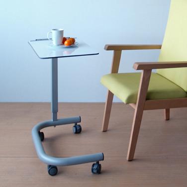 Colecciones de mobiliario para geriatría: mesa auxiliar para personas mayores