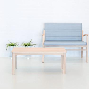 Mesita sala de espera de una de nuestras colecciones de mobiliario para geriatría